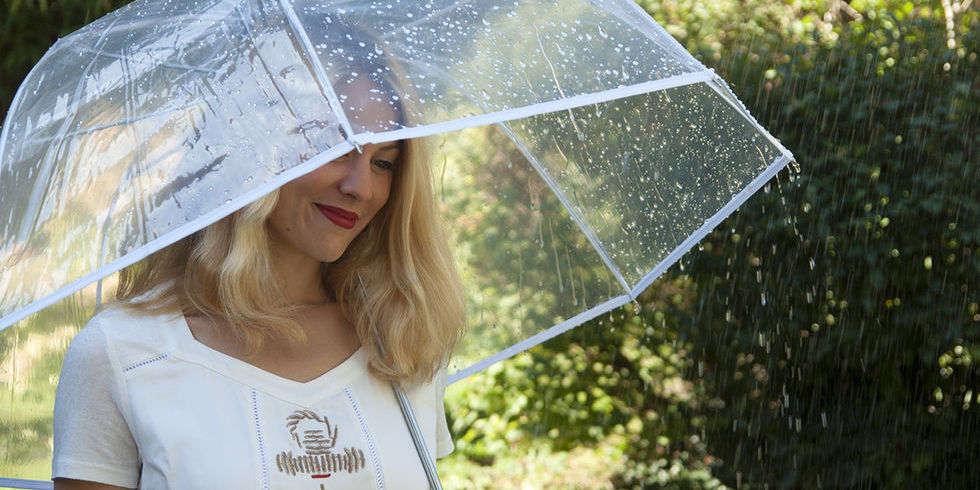 Photo d'un parapluie transparent et blanc